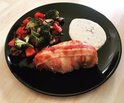 Bacon Chicken Knoblauchsoße Gemüse