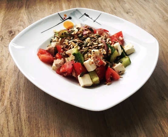 Griechischer Salat mit Thunfisch
